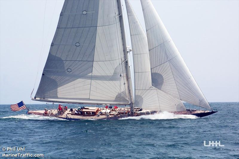 SY ENDEAVOUR